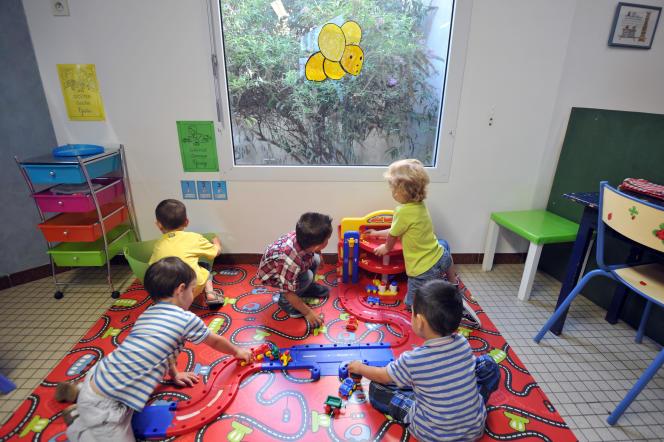 Des enfants jouent dans une crèche, à Nantes, en 2012.