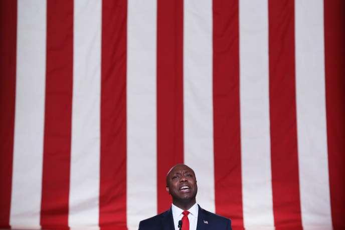 Le sénateur de Caroline du sud Tim Scott prononce un discours pour le deuxième jour de la convention républicaine, à Washington, le 24 août.
