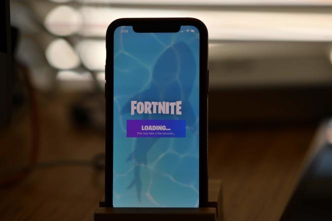 Le développeur de« Fortnite», Epic Games, a poursuivi Apple et Google en justice après la suppression du jeu des magasins d'applications pour mobile.