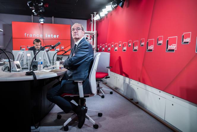 Nicolas Demorand et Jean Castex, dans les studios de France Inter, le 26 août à Paris.