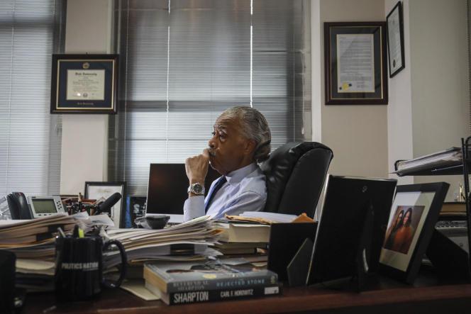 Le pasteur évangélique baptiste, homme politique et militant des droits civiques AlSharpton,dans son bureau, à New York, le 30 juillet.