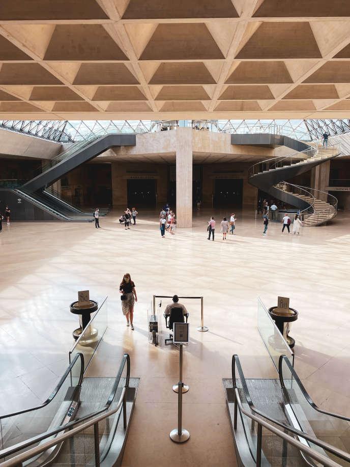 Au musée du Louvre à Paris, le 23 août.