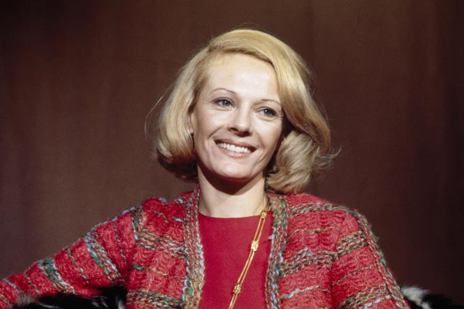 L'actrice Delphine Seyrig sur le plateau de l'émission «L'Invité du dimanche» sur la deuxième chaîne, le 7 décembre 1969.