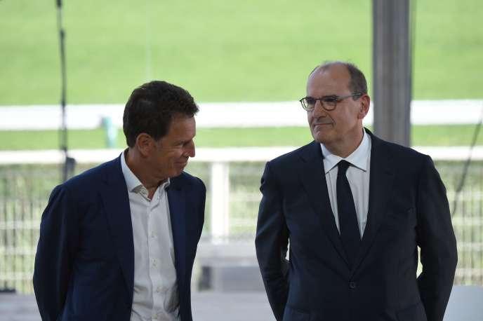 Le président du Medef Geoffroy Roux de Bézieux (à gauche) et le premier ministre Jean Castex, à Paris, le 26 août.