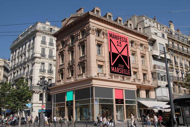 Vue de l'entrée du bâtiment consacré à Manifesta 13, édition 2020, qui a lieu à Marseille.