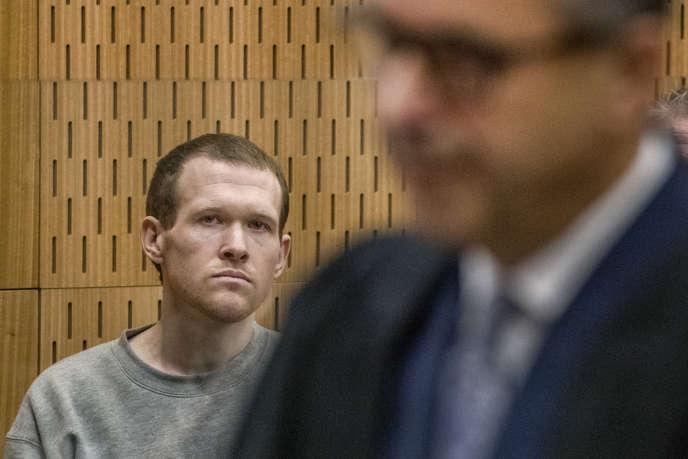 Brenton Tarrant à l'écoute des observations du procureur Mark Zarifeh, le dernier jour de l'audience de détermination de sa peine, à la Haute Cour de Christchurch, en Nouvelle-Zélande, le 27 août.