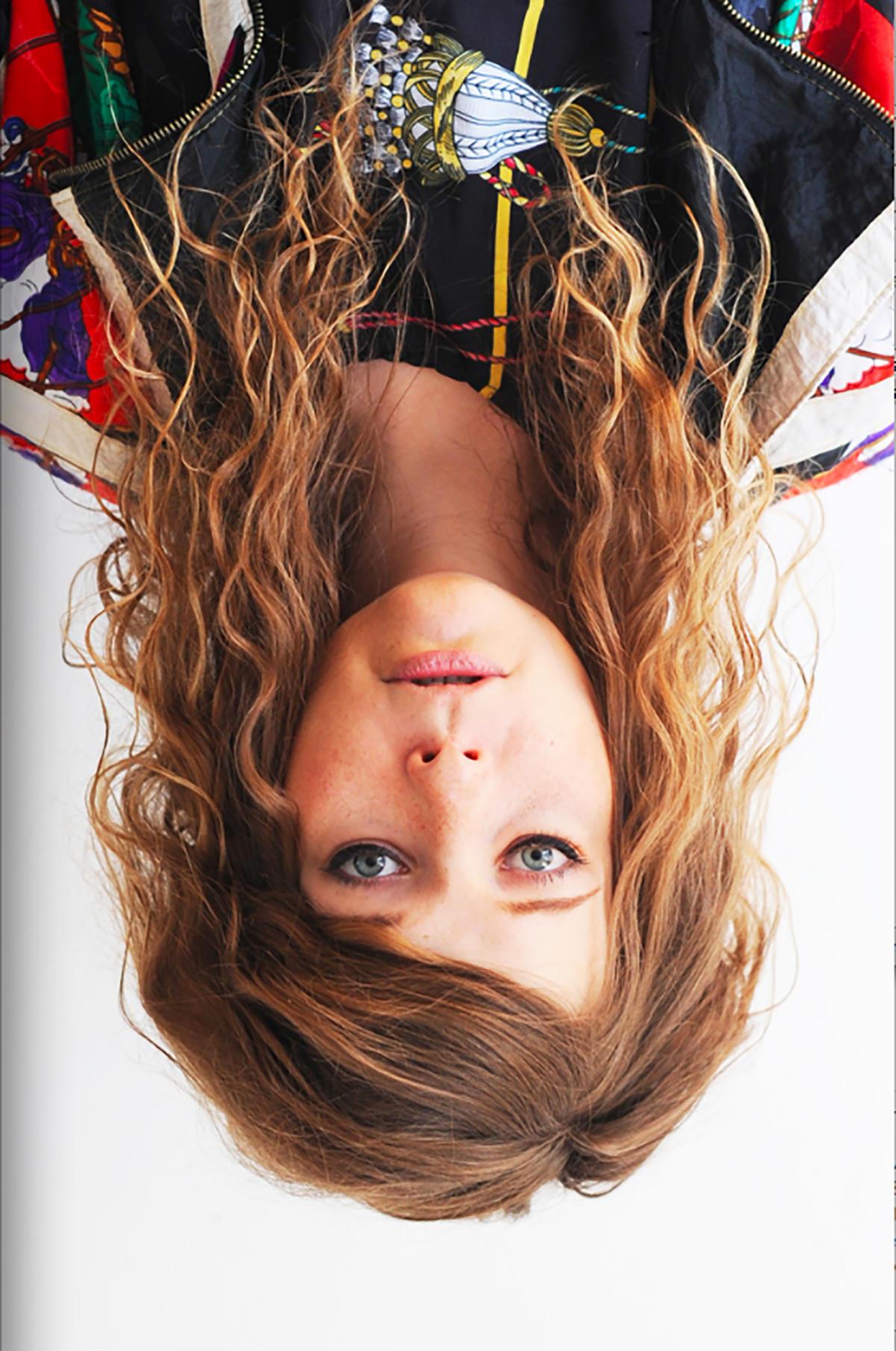 Portrait d'Anja Kaiser tête à l'envers. Un choix de l'artiste.