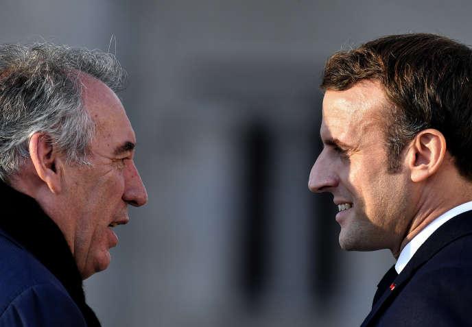 Le maire de Pau, François Bayrou, et le président, Emmanuel Macron, le 13 janvier à Pau (Pyrénées-Atlantiques).