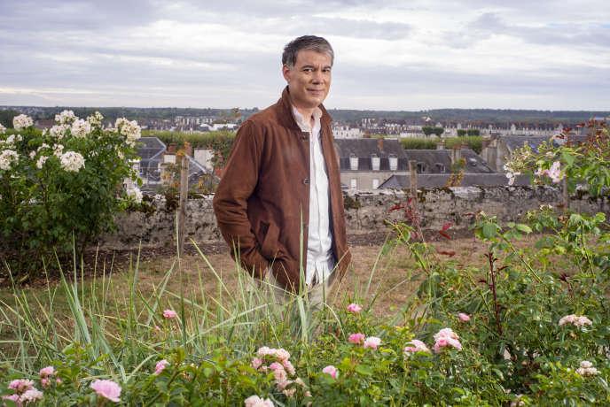 Le premier secrétaire du Parti socialiste, Olivier Faure, dans la roseraie des jardins de l'Evêché à Blois (Loir-et-Cher), le 27 août.