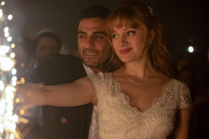 Imri Biton (Eran) et Nadia Tereszkiewicz (Natalie) dans la série«Possessions», sur Canal+.