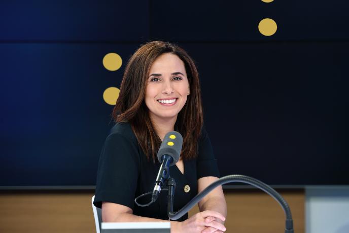 Depuis la rentrée, la journaliste Salhia Brakhlia mène l'interview politique de la matinale de FranceTVinfo.