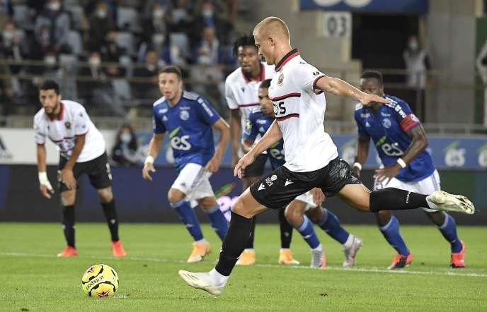 L'attaquant danois de Nice, Kasper Dolberg, auteur de 11 buts en championnat la saison passée, s'est déjà offert un doublé, samedi 29 août à Strasbourg.