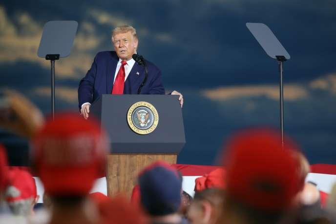 Donald Trump a livré un discours sur le tarmac de l'aéroport de Londonderry, dans le New Hampshire, vendredi 28 août.
