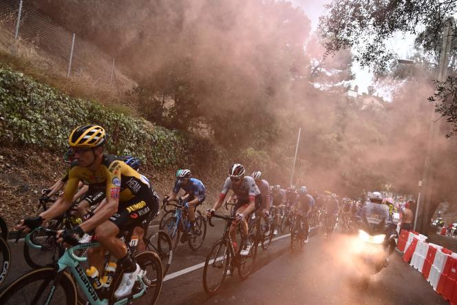 Les coureurs ont connu de difficiles conditions lors de la première étape du Tour 2020.