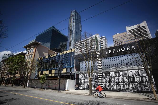 Une rue commerçante à Vancouver (Canada), le 6 mai.