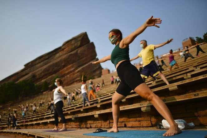 Séance de yoga à Morrison (Colorado), le 22 août.