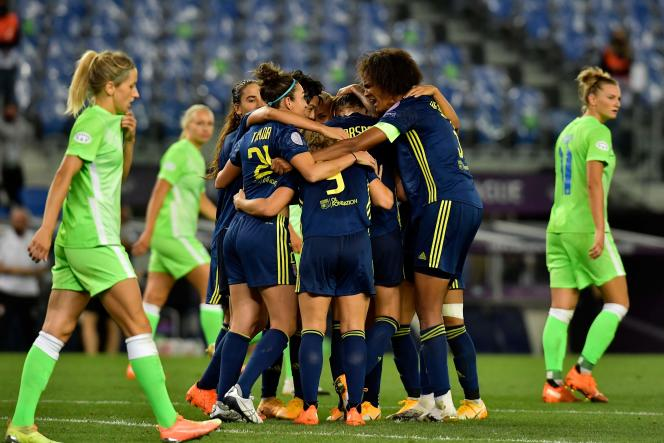 La joie des Lyonnaises lors de la fin du match.