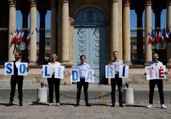 Membres du groupe Ecologie Démocratie Solidarité, Guillaume Chiche, Annie Chapelier, Aurelien Tache, Sébastien Nadot et Matthieu Orphelin, à Paris, le 19 mai.
