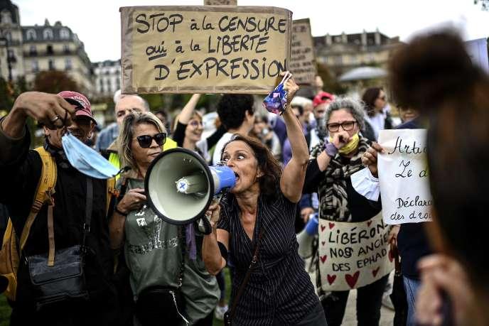 Manifestation contre le port du masque, le 29 août à Paris.