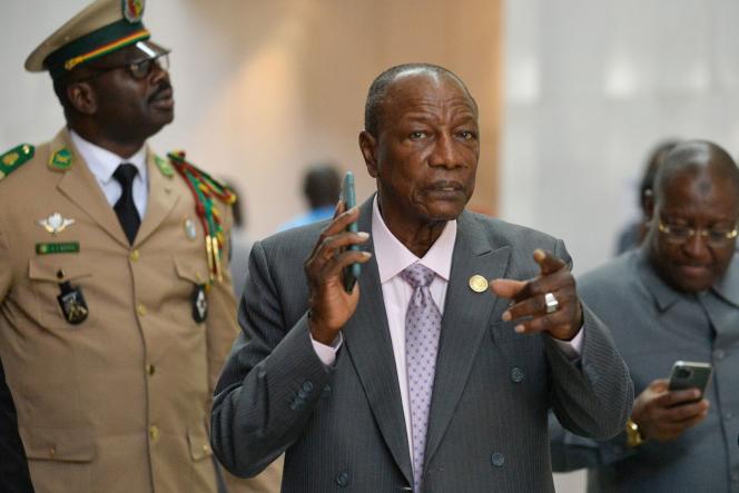 Le président guinéen Alpha Condé, au centre, le 10 février à Addis-Abeba.