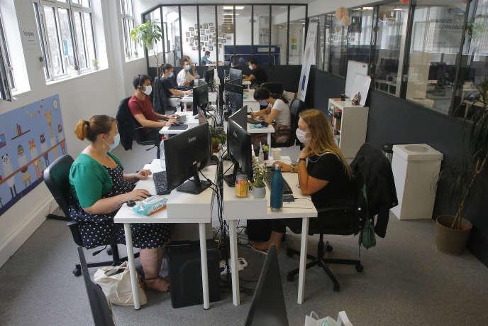 Dans les bureaux d'une startup, le 19 août à Paris.