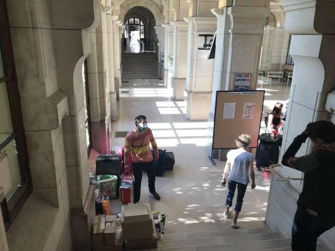 Les élèves de prépas, de retour à l'internat du lycée Louis-le-Grand, à Paris, le 1erseptembre2020.