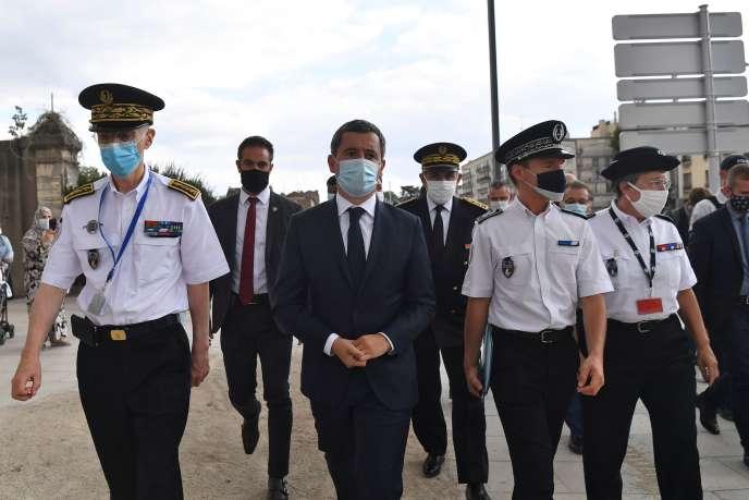 Le ministre de l'intérieur Gérald Darmanin,en déplacement avec les forces de police, à Choisy-le-Roi (Val-de-Marne), le 1er septembre.