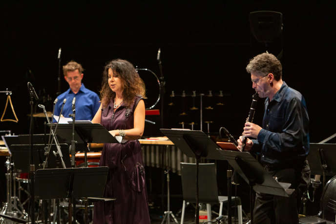 La soliste Agata Zubel et l'ensemble Musikfabrik en concert au Centre Pompidou, à Paris, le 31 août.
