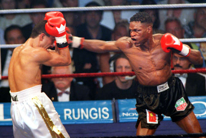 Jean-Baptiste Mendy (à droite) était parvenu à reconquérir une ceinture mondiale des légers (WBA) en 1998 contre le Kirghiz Orzubek Nazarov.