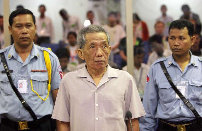 Kaing Guek Eav, alias «Douch», devant les Chambres extraordinaires au sein des tribunaux cambodgiens, à Phnom Penh, le 5 décembre 2008.