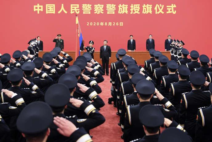 Le président chinoisXi Jinping devant lesforces de l'ordre pendant une cérémonie, aupalais de l'Assemblée du peupleà Pékin, le 26 août.