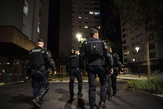 Patrouille de gendarmes à Grenoble, après que des images de trafic de drogue ont été diffusées sur les réseaux sociaux, le 26 août.
