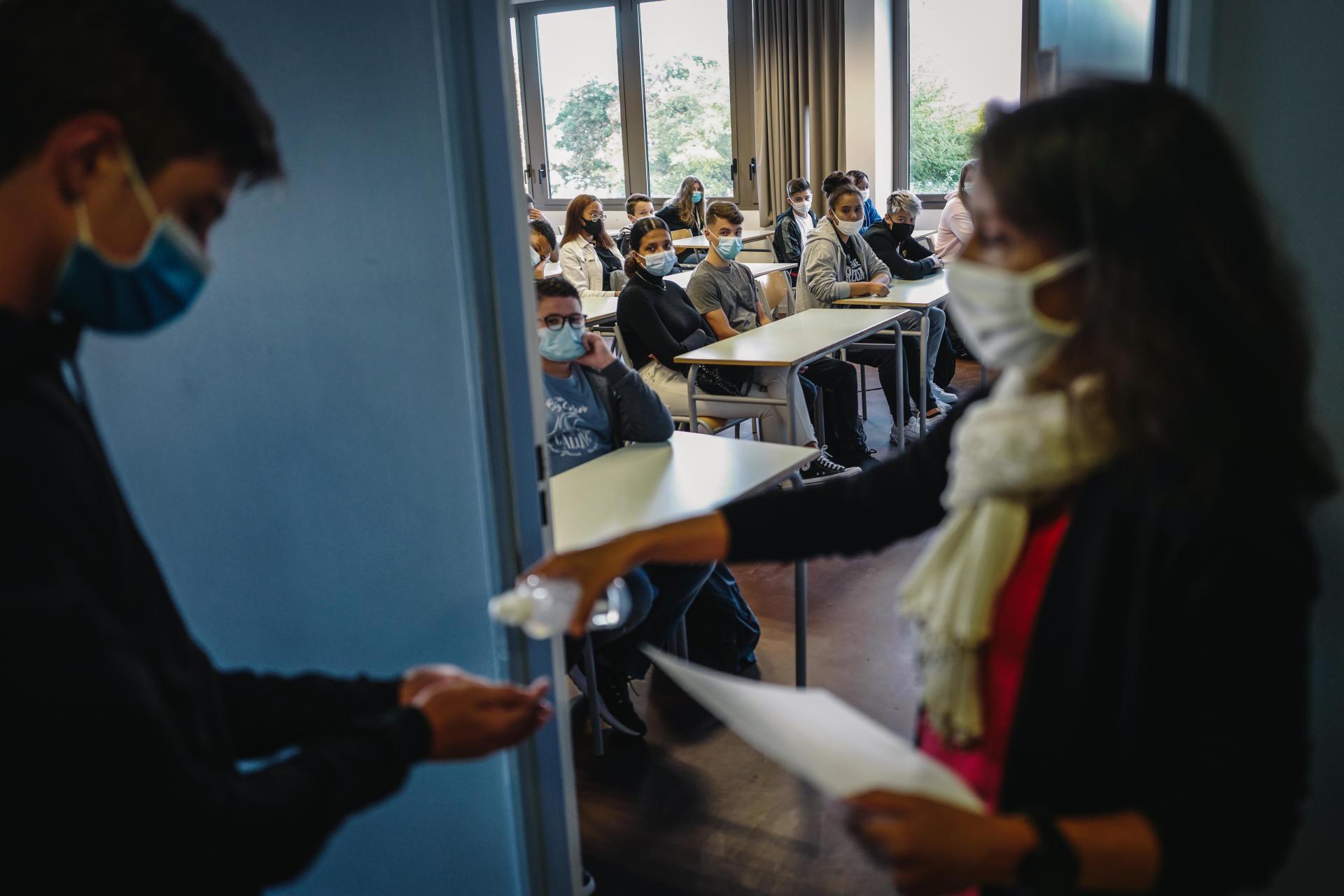 La rentrée d'une classe de secondeau lycée polyvalent Samuel-de-Champlain à Chennevières-sur-Marne (Val-de-Marne), le 1er septembre.