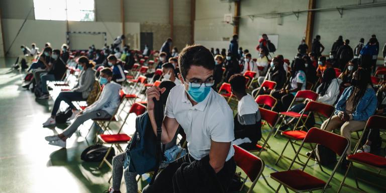 Des élèves de seconde effectuent leur rentrée au lycée polyvalent Samuel de Champlain à Chennevieres-sur-Marne en pleine epiédémie de Covid-19 le 1er septembre 2020. Lucas Barioulet pour Le Monde