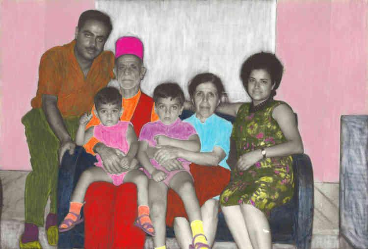 """«Ce travail donne lieu à un livre et également à un film intitulé""""Dans le cœur une hirondelle"""", dont un teasing sera visible dans l'exposition. Ces deux photos montrent quelques membres de la famille de Rima, certains ayant des histoires particulières (Jeddo Adel, le derviche). Avec cette démarche de transformation des archives familiales, Rima nous interroge sur notre penchant à réinventer nos origines et histoires.»"""