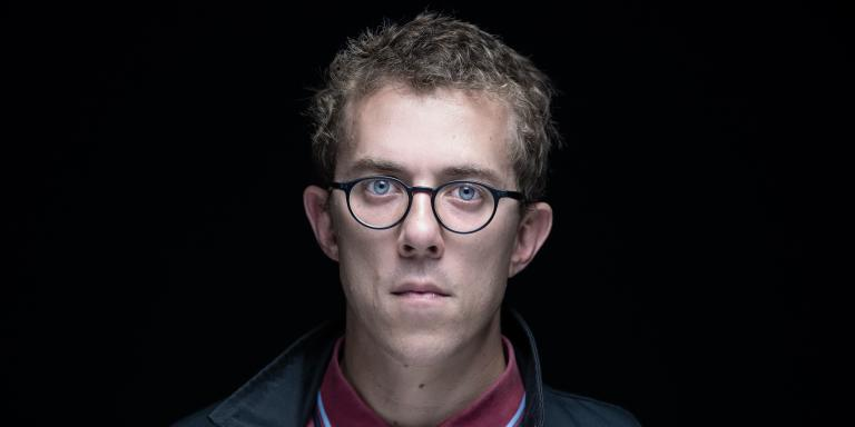 French journalist Valentin Gendrot poses during a photo session on September 1, 2020 in Paris.      Gendrot releases a book, 'Flic' ('Cop'), after two years infiltrated in French police, AFP reports on September 3, 2020. / AFP / JOEL SAGET