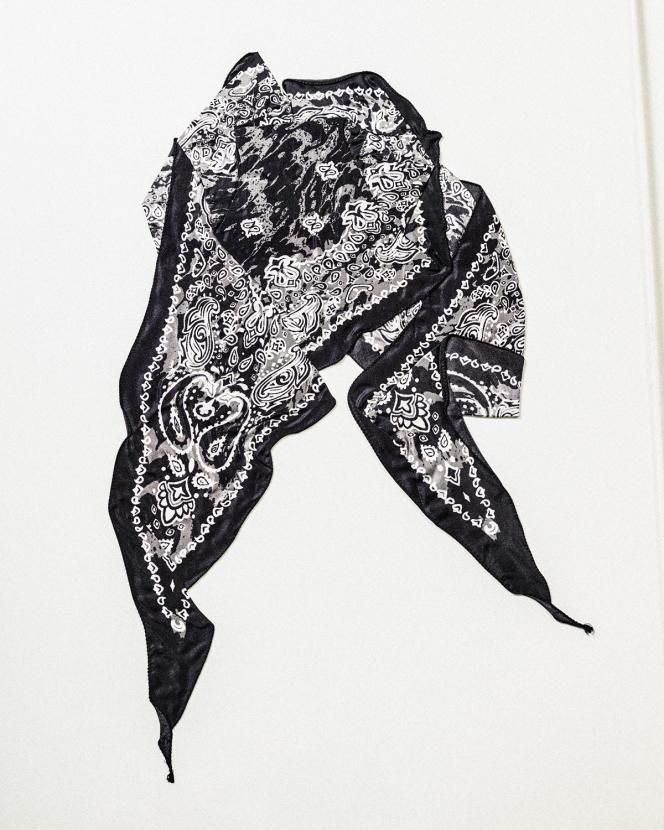 Bandana en soie et coton, Acne Studios, 150€.