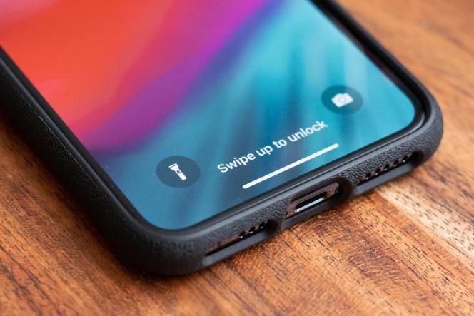 Le bord de la coque Smartish recouvrant l'arête inférieure du téléphone assure plus de protection que bien d'autres coques.