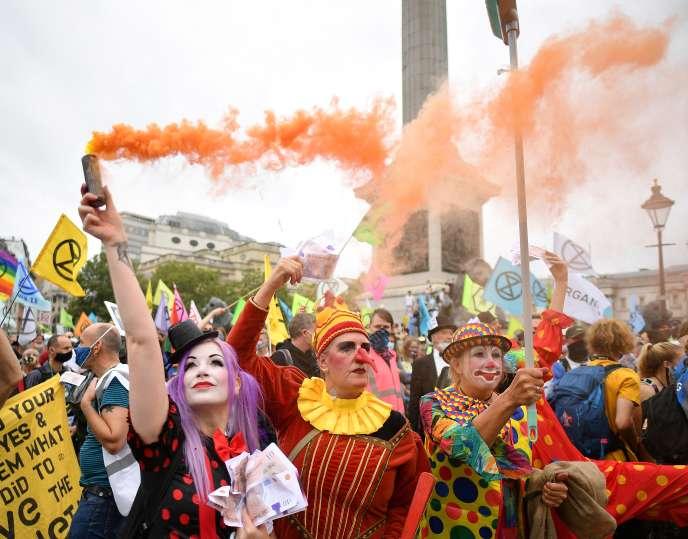 Des membres d'Extinction Rebellion manifestent à l'occasion d'un grand «carnaval» organisé par le mouvement, à Londres, jeudi 3 septembre.