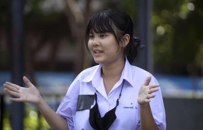 Benjamaporn Nivas lors d'une interview à la presse, à Bangkok, le 31 août.