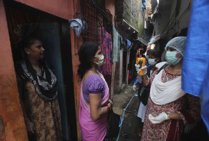 Pour freiner la propagation du virus, New Delhi avait décrété à la fin demars un confinement national, qui a mis à l'arrêt tout le pays de 1,3 milliard d'habitants. Mais les autorités ont décidé la semaine dernière d'alléger les restrictions pour tenter de relancer l'économie.