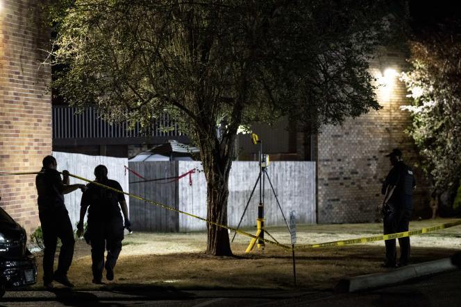 Des agents investiguent à l'endroit où des policiers ont tué MichaelReinoehl au cours de son arrestation, à Olympia (capitale de l'Etat de Washington), le 3septembre.