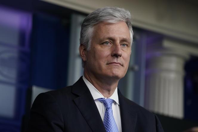 La Maison Blanche a réagi en déclarant que leconseiller à la sécurité nationale, Robert O'Brien, n'avait jamais cherché à dicter les priorités des services de renseignement à propos de l'élection ou de tout autre dossier.