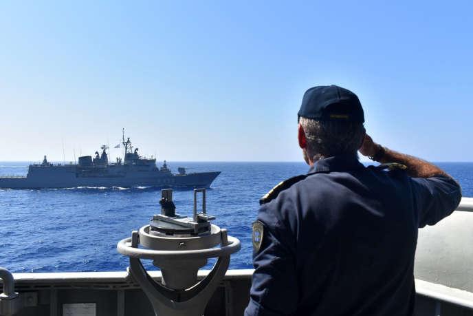 Un exercice militaire mené par la marine grecque en Méditerranée orientale, le 25 août. Image diffusée par le ministère de la défense grec.