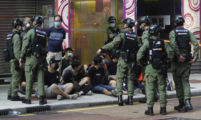 Des arrestations menées par la police de Hongkong dans le centre, dimanche 6septembre.