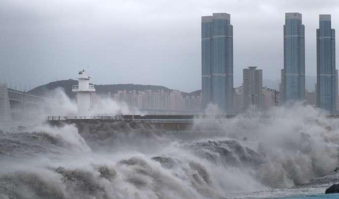 Le typhon a frappé lundi 7 septembre la région de Busan, deuxième ville de Corée du Sud.