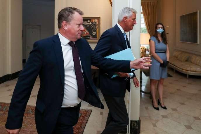 Le négociateur britannique David Frost (gauche) et le négociateur européen du Brexit Michel Barnier, à Bruxelles, le 21 août.