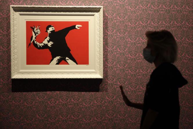 Une reproduction du célèbre « Lanceur de fleurs » de Banksy à Rome.