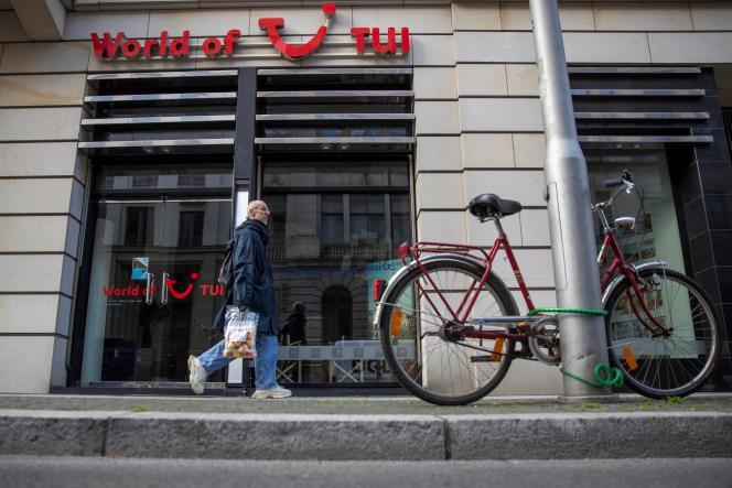Une agence TUI, à Berlin, en mai. Outre la fermeture de ses agences en France, le voyagiste a annoncé en mai la suppression de 8 000 postes dans le monde.