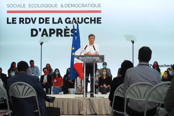 Olivier Faure, le premier secrétaire du Parti socialiste, prononce un discours lors des universités d'été du PS, à Blois (Loir-et-Cher), le 29 août.